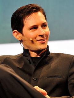 Pável Dúrov, quien ha terminado por convertirse en uno de los empresarios más famosos del mundo digital, arremetió contra Apple pues considera que la compañía que fundó el fallecido Jobs tiende a restringir la privacidad de los usuarios.