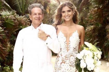 Laura Tobón junto a su papá, quien está hospitalizado luego de contraer el coronavirus