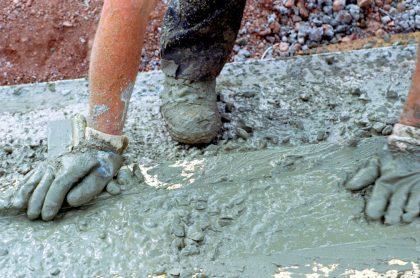 Foto de cemento ilustra nota sobre ofertas de empleo en Colombia: vacantes del Grupo Argos; Medellín y más