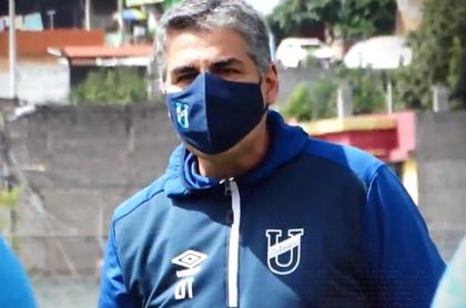 Santiago Escobar, vuelve a U. Católica de Ecuador, pese a su cáncer.