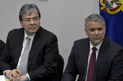 Carlos Holmes Trujillo e Iván Duque, ilustran nota sobre detalles de la muerte del ministro de Defensa y sus últimas horas de vida, según el presidente de Colombia. Colombian community met in South Bank University with Colombian President Ivan Duque as part of the official visit to London. Participants in the meeting asked questions to the president about fracking, environmental issues, the peace process implementation, and questioning the risk that social leaders in Colombia face. (Photo by Andres Pantoja/SOPA Images/LightRocket via Getty Images)