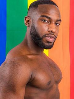 Bolu Okupe, hijo de político homofóbico, anunció que es homosexual