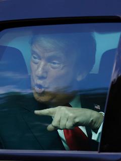 Expresidente Donald Trump, a su llegada a Florida.