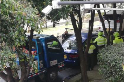 Imagen con la que denuncian procedimiento de inmovilización de un vehículo en el norte de Bogotá