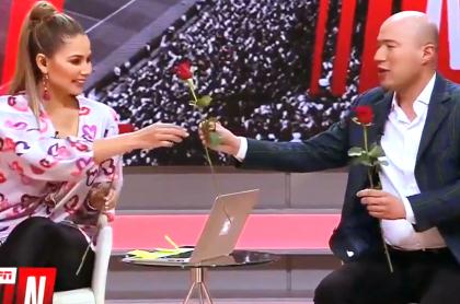 Flores del 'Patrón' Bermúdez para Melissa Martínez en vivo por TV