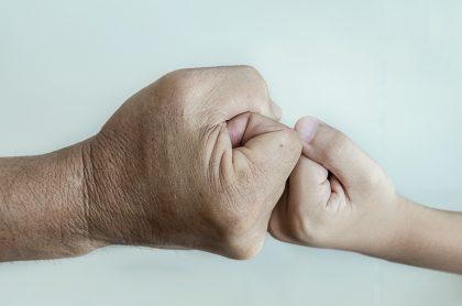 Imagen que ilustra el dolor de niños y de adultos mayores.
