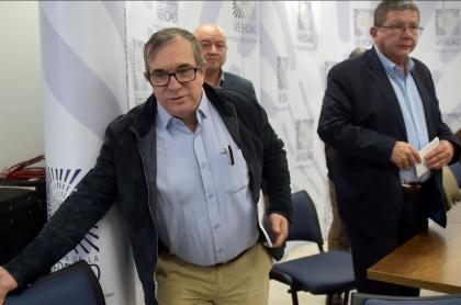 Rodrigo Londoño 'Timochenko', uno de los 8 exjefes guerrilleros acusados de secuestro por la JEP