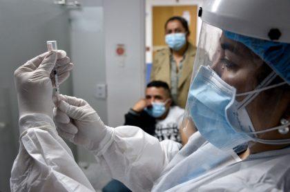 En Bogotá también se han venido adelantando simulacros de vacunación contra el coronavirus causante del COVID-19.