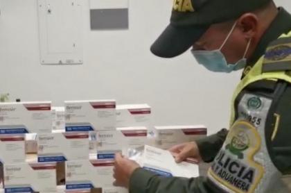 La mujer fue detenida en el aeropuerto de Cúcuta con 27 cajas del antiviral Remdesivir, que serán destruidas