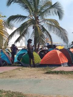 Migrantes en Necoclí no reciben ayudas para que los dejen pasar frontera