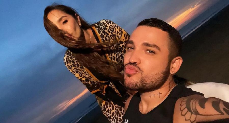 Video: Beso de Jessi Uribe a Paola Jara en entrevista en vivo
