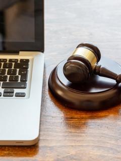 Un abogado estaba en plena audiencia virtual y se puso a tener relaciones sexuales sin importar que estuviera quedando en cámara.