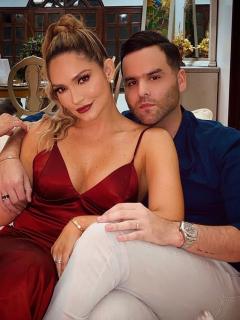 Foto de Kimberly Reyes y su esposo Federico Severini, a propósito de accidente en fiesta de compromiso