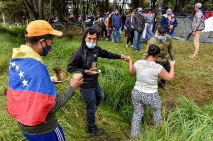 Migrantes venezolanos en Bogotá durante la pandemia del coronavirus en junio de 2020, año en que la cantidad de estos ciudadanos radicados en Colombia se redujo en relación con el 2019.