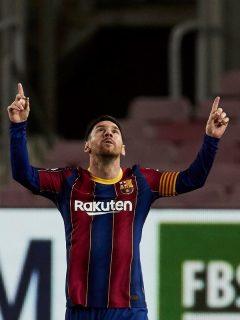 El futbolista argentino Lionel Messi, que anunció acciones legales contra quienes filtraron su contrato con FC Barcelona, celebra su gol contra el Athetic de Bilbao en Liga de España el 31 de enero de 2021.