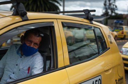Foto de taxi ilustra nota sobre Pico y placa Medellín hoy 1 de febrero: rotación para taxis y multas