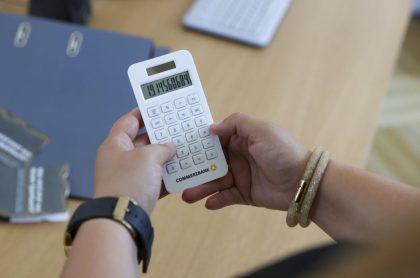 Foto de calculadora ilustra nota sobre Cesantías en Colombia: ¿cuándo se pagan y cuándo se pueden usar?