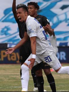 Fernando Uribe celebrando su gol con Millonarios en el partido contra el Once Caldas