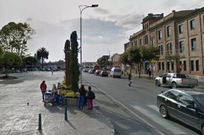 Parque de Mosquera, ilustra nota sobre toque de queda en ese municipio y en Madrid, y el pico y cédula en Chía hoy 2 de febrero