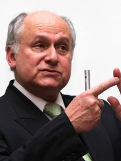 El científico Manuel Elkin Patarroyo, quien puso en duda la efectividad de las vacunas para el coronavirus a principios del 2020.