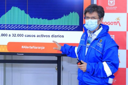 La alcaldesa Claudia López pidiendo 30 % de cada lote de vacunas al presidente Iván Duque.