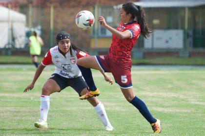 Varias jugadoras del fútbol colombiano lamentaron la forma en que se planteó el regreso del fútbol femenino.
