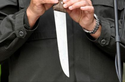 Asesinan a mujer en Medellín; sospechan de inquilinos venezolanos. Imagen de referencia, arma blanca.