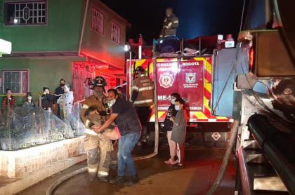 Al menos 12 viviendas resultaron afectadas por el incendio de la noche de este jueves 4 de febrero en el sur de Bogotá.