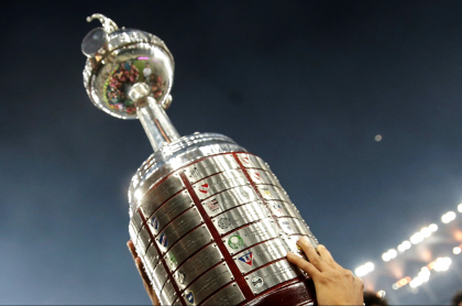 Rivales para Atlético Nacional y Junior en Copa Libertadores. Imagen de referencia del trofeo del certamen.