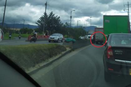 Imagen del accidente en la Calle 13 con avenida Boyacá, que causó enorme trancón