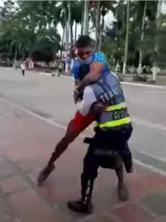 Hombre que golpeó a policía de tránsito en Cerrito será judicializado.