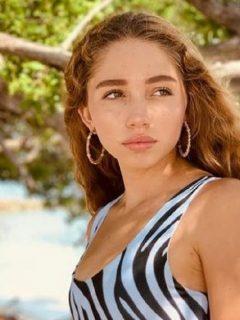 Luna del Mar Pernía, hija de Gregorio Pernía, publicó dos fotos en las luce orgullosa sus axilas sin afeitar.