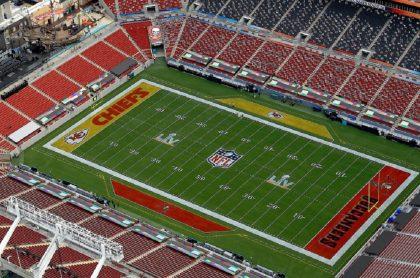 Vista aérea del estadio Raymond James, en Tampa, Florida, previo al Super Bowl 2021, cuyos precios para los boletos que aún quedan son millonarios.