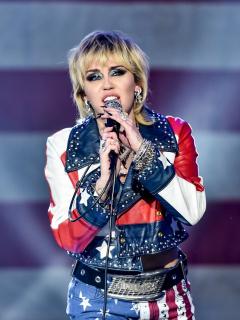 Foto de Miley Cyrus, quien dio 'show' previo al Super Bowl 2021