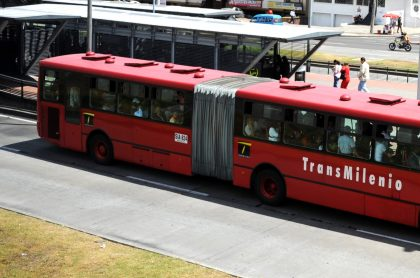 Mujer es embestida por bus de Transmilenio cuando trataba de colarse. Imagen de referencia del sistema