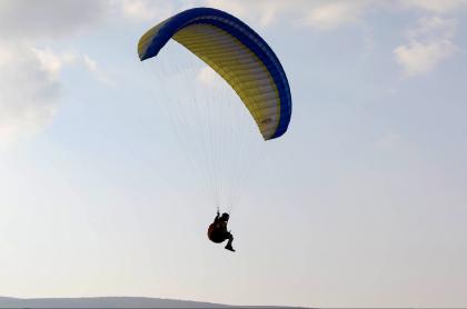 Parapentista muere en Bello, Antioquia; tenía 63 años de edad. Imagen de referencia de este deporte