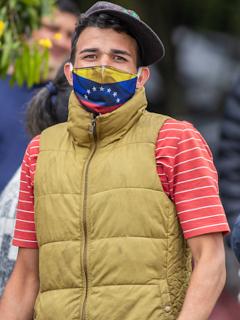 The New York Times destaca decisión de legalizar venezolanos.