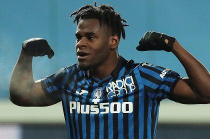 Duván Zapata celebrando el gol que hizo con Atalanta contra el Napoli en la semifinal de la Copa Italia
