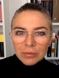 Margarita Rosa de Francisco en su debut en la política, apoyando al petrismo