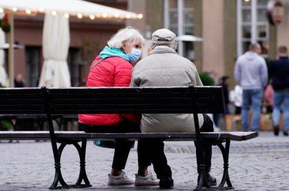 Foto de una pareja de ancianos que falleció luego de tener COVID-19.