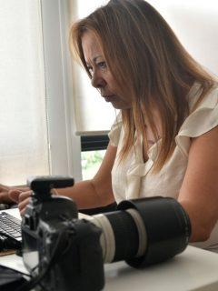 Foto de mujer ilustra nota sobre Ofertas de empleo en Colombia: vacantes para médico, asesor comercial