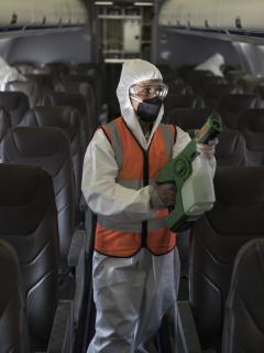 El Ministerio de Salud de Colombia puso nuevas condiciones para viajar en avión durante la pandemia de COVID-19 en febrero del 2021.