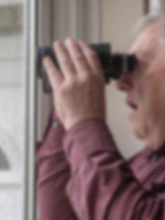 Hombre en Medellín se masturba y observa a las vecinas con unos binoculares.