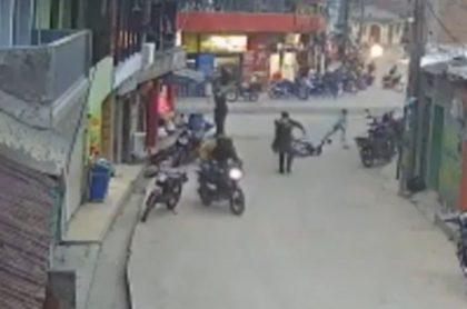 Venezolanos murieron luego de dispararle a policías en Segovia, Antioquia.