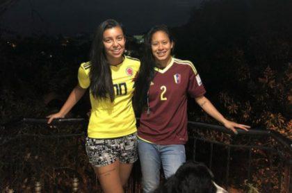 Yoreli Rincón critica a los directivos del fútbol colombiano y habla del amor con su novia.