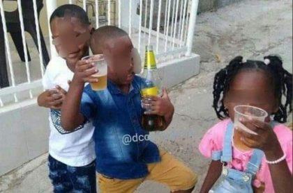 Una vez más, fueron sorprendidos varios niños tomando trago en plena calle en Cartagena. Las autoridades están investigando el caso.