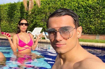 Selfi de Luisa Fernanda W y Pipe Bueno, a propósito de nota sobre lo que respondieron en juego de me caso, beso y escupo.