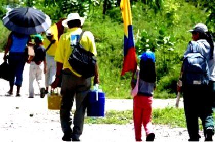Familia colombiana, desplazada por la violencia.