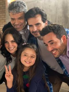 Foto de elenco de 'Pa' quererte', a propósito de salida de 3 personajes.