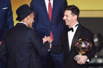Foto de Messi y Neymar Jr. ilustra nota sobre cuánto ganan los jugadores de Barcelona y PSG